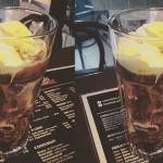 Ledová káva se zmrzlinou a smetanou