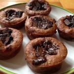 Rychlé vegan muffiny s čokoládou a brusinkami