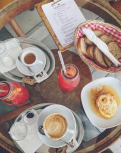 kafe-v-kine